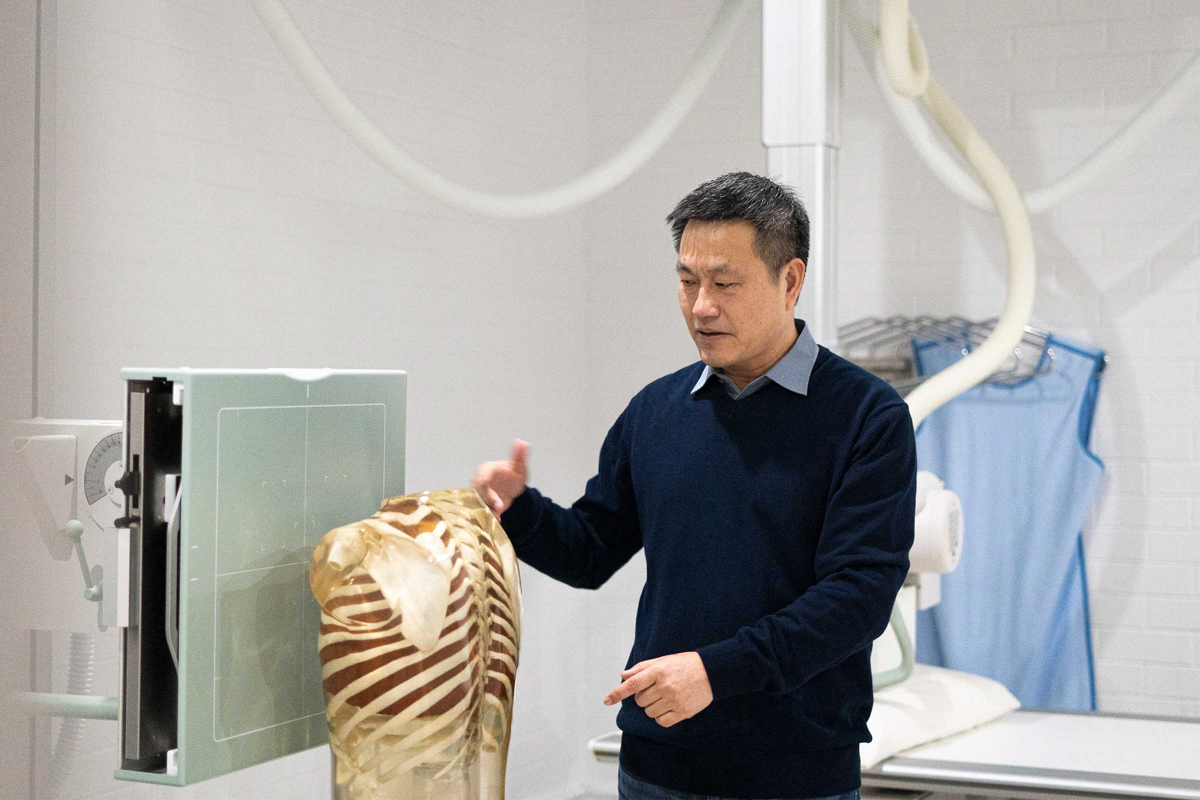 Dr Xiaoming Zheng with an X-ray machine.