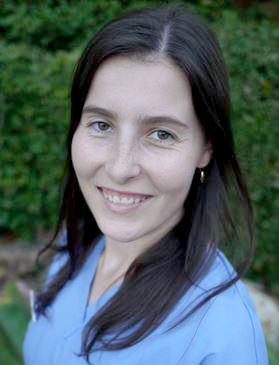 Head shot of dentist and lecturer Dr Jessica Zachar.